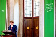 Koning Willem-Alexander reikt de Koninklijke Prijs voor Vrije Schilderkunst 2018 uit.