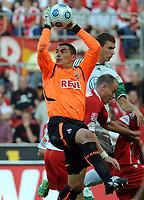 Fotball<br /> Tyskland<br /> Foto: Witters/Digitalsport<br /> NORWAY ONLY<br /> <br /> 15.09.2009<br /> <br /> v.l. Torwart Faryd Mondragon, Edin Dzeko, Kevin McKenna Koeln<br /> <br /> Bundesliga 1. FC Köln - VfL Wolfsburg 1:3