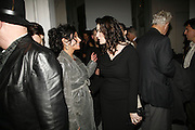 Nancy Dell'Olio and Nigella Lawson, USA Today. Saatchi Gallery and The Royal academy of Arts. Piccadilly. London. 5 October 2006. -DO NOT ARCHIVE-© Copyright Photograph by Dafydd Jones 66 Stockwell Park Rd. London SW9 0DA Tel 020 7733 0108 www.dafjones.com