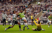 Fotball<br /> England 2005/2006<br /> Foto: SBI/Digitalsport<br /> NORWAY ONLY<br /> <br /> Newcastle United v Deportivo La Coruna<br /> Intertoto Cup.<br /> 03/08/2005.<br /> Deportivo's Jorge Andrade (C) gets the better of Steven Taylor (L) to lob over Newcastle goalkeeper Shay Given