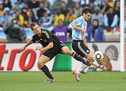 03.07.2010, CAPE TOWN, SOUTH AFRICA, im Bild .Miroslav Klose of Germany attempts to tackle Nicolas Burdisso of Argentina during the Quarter Final, Match 59 of the 2010 FIFA World Cup, Argentina vs Germany held at the Cape Town Stadium..Foto ©  nph /  Kokenge