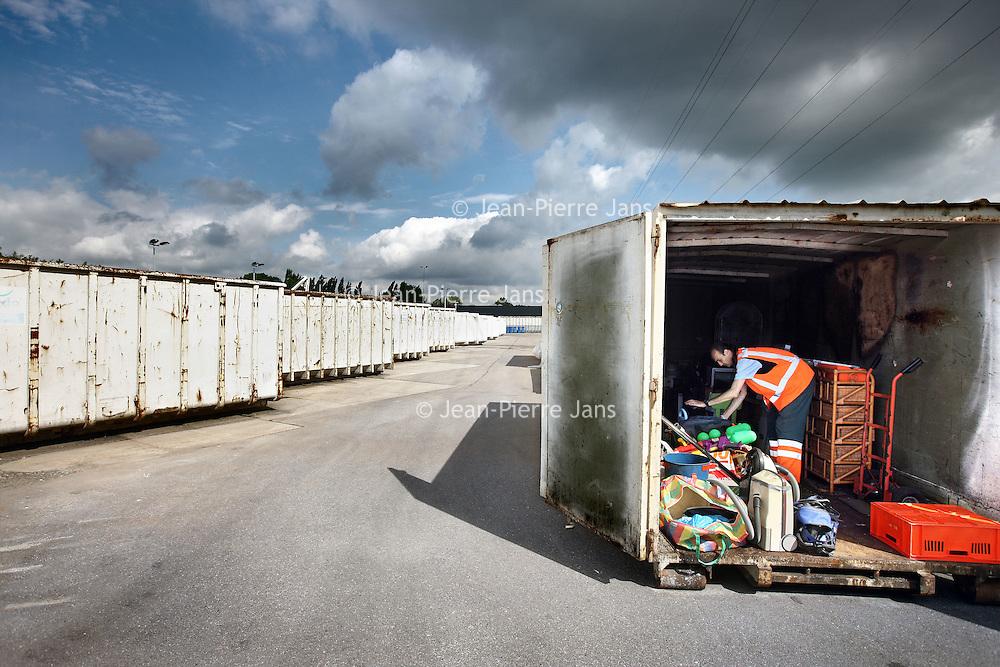Nederland, Schiedam , 10 juli 2012..het afvalbrengstation voor het Goed (van de container) van Irado..Foto:Jean-Pierre Jans