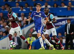 Oscar of Chelsea in action - Rogan Thomson/JMP - 15/08/2016 - FOOTBALL - Stamford Bridge Stadium - London, England - Chelsea v West Ham United - Premier League Opening Weekend.