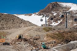 THEMENBILD - Baustelle am Gletscherskigebiet. Das Kitzsteinhorn ist Teil der in den Hohen Tauern gelegenen Glocknergruppe und erreicht eine Höhe von 3203 m, aufgenommen am 08. August 2016, Kaprun, Österreich // Construction sites on the glacier ski area. The Kitzsteinhorn is a mountain in the High Tauern range of the Alps. It is part of the Glockner Group and reaches a height of 3,203 m. The Kitzsteinhorn glaciers are a popular ski area, Kaprun, Austria on 2016/09/06. EXPA Pictures © 2016, PhotoCredit: EXPA/ JFK