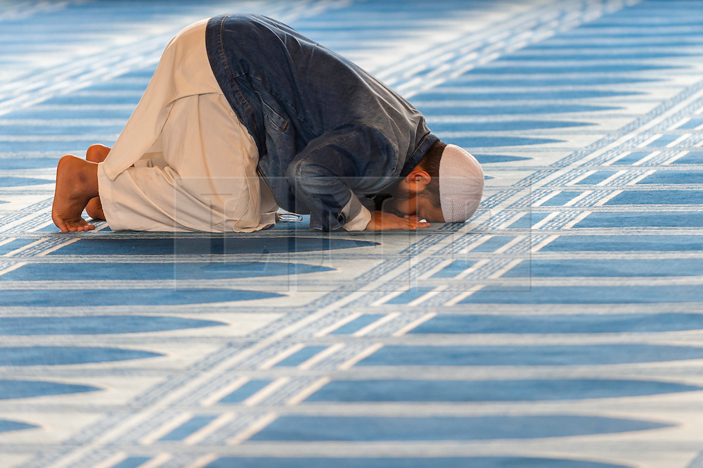 © Licensed to London News Pictures. 05/02/2017. London, UK. A man prays during an open day held at the Central London Mosque near Regent's Park.  Over 150 mosques across the UK have been encouraged to hold mosque open days as part of Visit My Mosque Day, a national initiative facilitated by the Muslim Council of Britain (MCB), showcasing how mosques are not only spiritual focal points, but also servants to their localities helping people of all faiths and none by running food banks, feed-the-homeless projects, neighbourhood street cleans, local fundraising and more. Photo credit : Stephen Chung/LNP