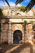 The Winged Venetian Lion over a gate to the Neo Frourio  [ ??? ??????? ] Corfu City, Greek Ionian Islands .<br /> <br /> If you prefer to buy from our ALAMY PHOTO LIBRARY  Collection visit : https://www.alamy.com/portfolio/paul-williams-funkystock/corfugreece.html <br /> <br /> Visit our GREECE PHOTO COLLECTIONS for more photos to download or buy as wall art prints https://funkystock.photoshelter.com/gallery-collection/Pictures-Images-of-Greece-Photos-of-Greek-Historic-Landmark-Sites/C0000w6e8OkknEb8