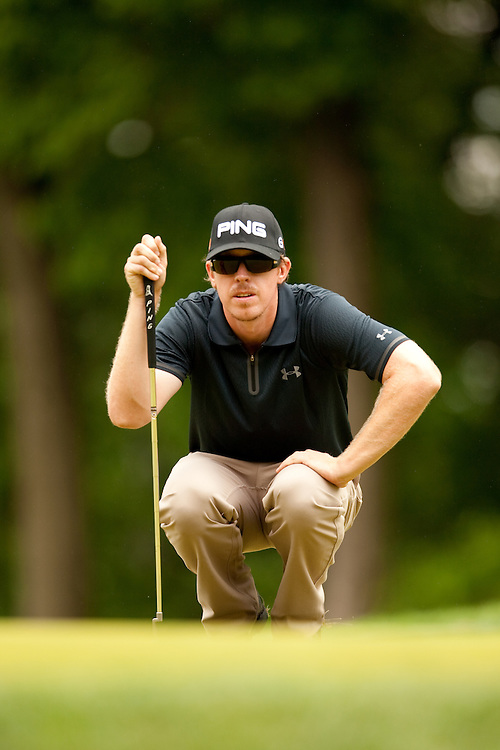 FARMINGDALE, NY - JUNE 19:  Hunter Mahan reads the green during the continuation of the third round of the 109th U.S. Open Championship on the Black Course at Bethpage State Park on Sunday, June 21, 2009. (Photograph by Darren Carroll) *** Local Caption *** Hunter Mahan