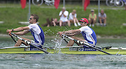 .Photo Peter Spurrier...Sun 15th July 2001.Men's Coxless four final..GBR LM 2X .Tim Male (R) and Tom Middleton in the final strokes of theLightweight mens double sculls final winning a bronze medal [Mandatory Credit Peter Spurrier Intersport Images] 20010714 FISA World Cup. Munich, GERMANY