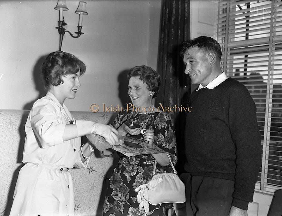 09/09/1960<br /> 09/09/1960<br /> 09 September 1960<br /> Sandran vinyl floor demonstration at the Shelbourne Hotel, Dublin. At the reception was Architect, Uinseann MacEoin M.R.I.A.I. and Mrs W.J. Rumble, wife of the Asst. U.K. Commissioner to Ireland and demonstrator Mrs R. Marsh (left), as she displays the ease with which Sandran is cleaned.
