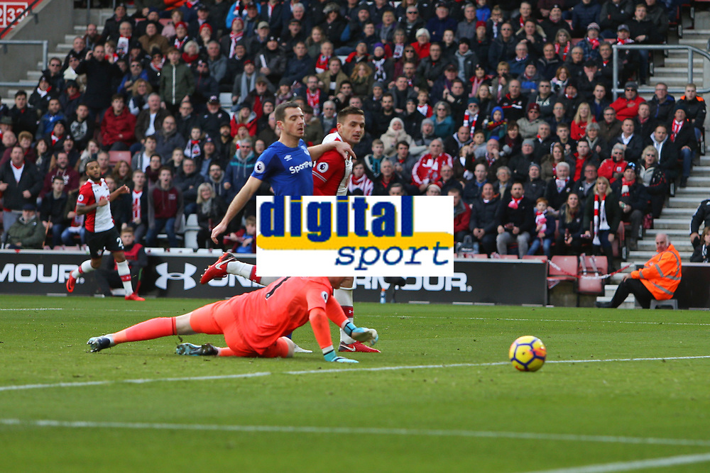 Football - 2017 / 2018 Premier League - Southampton vs. Everton<br /> <br /> Southampton's Dusan Tadic rolls the ball past Jordan Pickford of Everton to open the scoring at St Mary's Stadium Southampton<br /> <br /> COLORSPORT/SHAUN BOGGUST