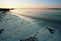 Solen er i ferd med å gå ned bak Kvalneset på Giske i Giske kommune. <br /> <br /> Sunset photos from Kvalneset at Giske.<br /> Foto: Svein Ove Ekornesvåg