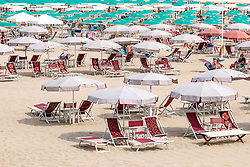 THEMENBILD - Sonnenliegen, Sonnenstühle und Schirme am Strand, aufgenommen am 24. Juni 2018 in Viareggio, Italien // Sun loungers, sun chairs and umbrellas on the beach, Viareggio, Italy on 2018/06/24. EXPA Pictures © 2018, PhotoCredit: EXPA/ JFK