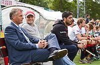AMSTELVEEN - Assistent trainer en oud international Donald Drost (l) met hoofdcoach van A'dam, Taco vd Honert. tijdens de hoofdklasse competitiewedstrijd hockey tussen de mannen van Amsterdam en Den Bosch (5-5). COPYRIGHT KOEN SUYK
