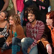 NLD/Baarn/20051229 - Persconferentie finalisten Idols 2005, Raffaela, Marescha, Aaron en Harm Jacobs