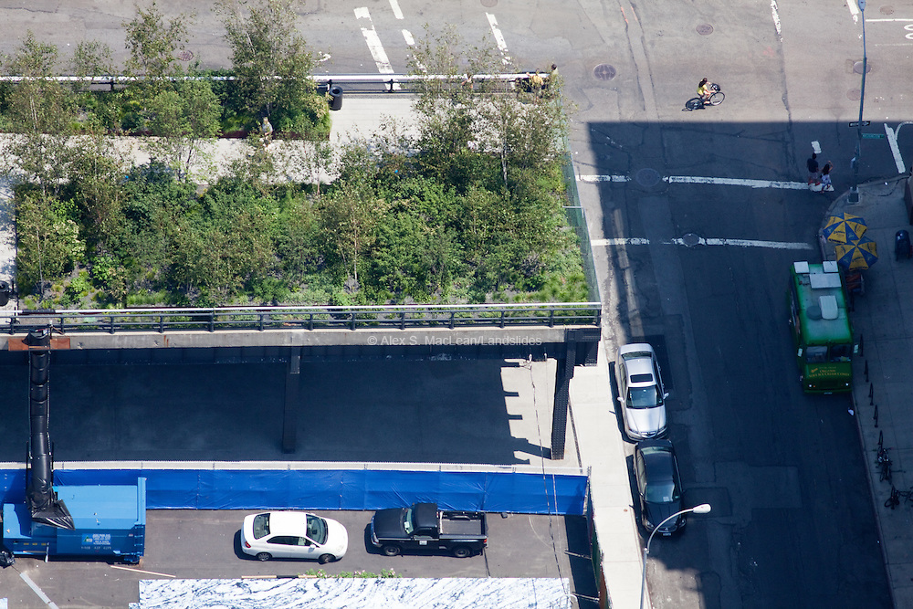 Meatpacking District, Manhattan: The  terminus of the High Line with thick plantings.
