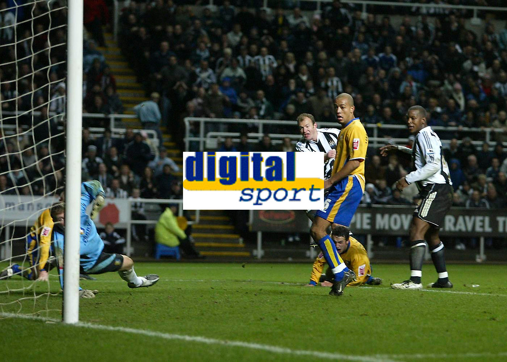 Photo: Andrew Unwin.<br />Newcastle United v Mansfield Town. The FA Cup.<br />07/01/2006.<br />Newcastle's Alan Shearer (C) fires home his 200th club goal.