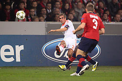 23.10.2012, Grand Stade Lille Metropole, Lille, OSC Lille vs FC Bayern Muenchen, im Bild Philipp LAHM (FC Bayern Muenchen - 21) flankt // during UEFA Championsleague Match between Lille OSC and FC Bayern Munich at the Grand Stade Lille Metropole, Lille, France on 2012/10/23. EXPA Pictures © 2012, PhotoCredit: EXPA/ Eibner/ Ben Majerus..***** ATTENTION - OUT OF GER *****