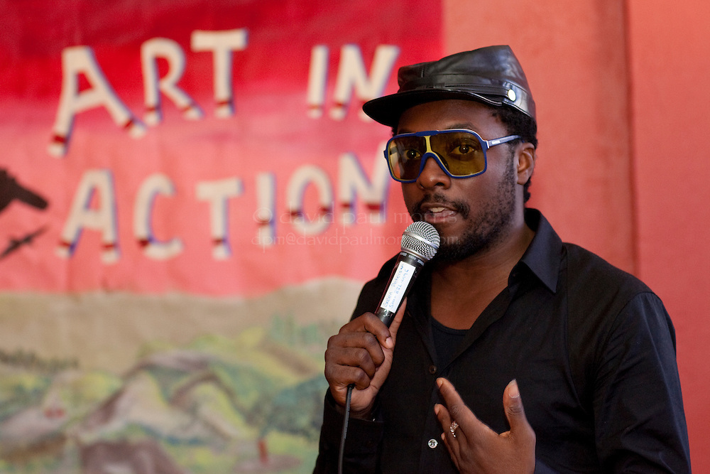Front man will.i.am with the Black Eyed Peas tours the Art In Action Youth Leadership Program facility August 29, 2009 in Oakland, California.  The Pea Pod Foundation along with the Adobe Foundation support and donate to the program.  (Photo by David Paul Morris / The Adobe Foundation)