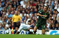 Fotball<br /> Premier League 2004/05<br /> Tottenham v Norwich<br /> White Hart Lane<br /> 12. september 2004<br /> Foto: Digitalsport<br /> NORWAY ONLY<br /> Darren Huckerby<br />Norwich City<br /> <br />Noe Pamarot Tottenham Hotspur
