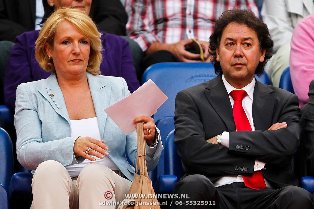 NLD/Amsterdam/20100731 - Wedstrijd om de JC schaal 2010 tussen Ajax - FC Twente, voorzitter Joop Munsterman en partner