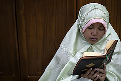 May 27, 2019 - Jakarta, Indonesia: Muslim woman prays at Al Azhar Mosque-Jakarta. On 10th day last ramadan people intense stay at the mosque to find lailatul qadr night. (Credit Image: © Donal Husni/ZUMA Wire)