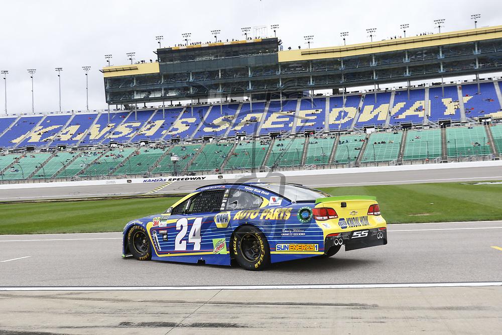 October 21, 2017 - Kansas City, Kansas, USA: Chase Elliott (24) takes to the track to practice for the Hollywood Casino 400 at Kansas Speedway in Kansas City, Kansas.