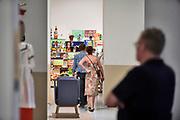 Nederland, Nijmegen, 21-6-2020  Heropening na de tijdelijke sluiting vanwege het coronavirus van museum het Valkhof. Expo met werk van kunstenaar, schilder Erik Mattijssen en vormgever van meubilair Ineke Hans. Foto: Flip Franssen