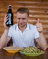 08.08.2013 wies Wyludki woj podlaskie Czeslaw Dzielak piwowar, od ponad 5 lat zajmuje sie domowa produkcja piwa, zdobyl wiele nagrod na piwnych konkursach N/z glownymi skladnikami piwa sa jeczmien, chmiel oraz specjalne drozdze fot Michal Kosc / AGENCJA WSCHOD