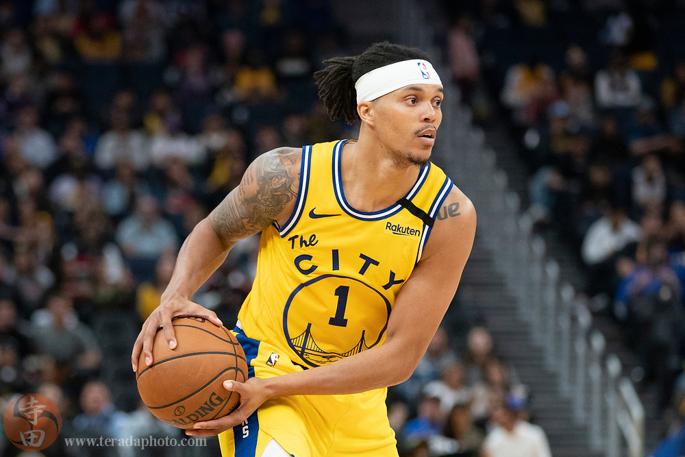 February 27, 2020; San Francisco, California, USA; Golden State Warriors guard Damion Lee (1) during the fourth quarter against the Los Angeles Lakers at Chase Center.