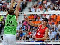 Sandvollyball<br /> 3. August 2012<br /> Olympiske Leker , London<br /> åttendelsfinale<br /> Norge - Latvia 0 - 2<br /> Smedins (L) , Latvia<br /> Martin Spinnangr (R) , Norge<br /> Foto : Astrid M. Nordhaug