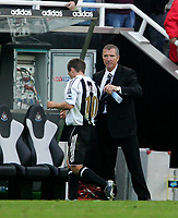 Photo: Andrew Unwin.<br />Newcastle United v Manchester City. The Barclays Premiership. 24/09/2005.<br />Newcastle's Michael Owen (L) and Graeme Souness (R).
