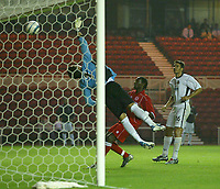 Fotball<br /> Foto: SBI/Digitalsport<br /> NORWAY ONLY<br /> <br /> Middlesbrough v Real Mallorca<br /> Pre-Season Football Friendly, Riverside Stadium, Middlesbrough 04/08/2004.<br /> Mallorca's Miguel A.Moya (c) is unable to stop an excellent freekick from Middlesbrough's Gaizka Mendieta