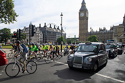 © London News Pictures. 25/08/2016. The majority of cyclists ignore the cycle lane (pictured rear) on Parliament Square in Westminster, London. Cyclists repeatedly ignore new cycle lanes installed around westminster in central London. Between the hours of 8am and 9am on Wednesday 24/08/2016, 266 (two hundred and sixty six) cyclists passed through the red light at one of the newly installed bike lanes and only 15 (fifteen) cyclists stopped.  The light system is designed to allow either vehicles or cyclists to pass at one time in order to make the junction safer for cyclists..... **VIDEO AVAILABLE** Photo credit: London News Pictures.