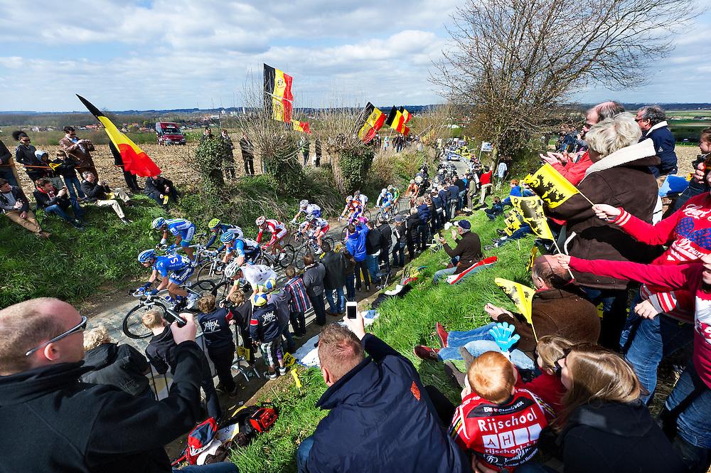 Belgie, Oude Kwaremont, 01-04-2012.<br /> Wielrennen, Ronde van Vlaanderen.<br /> Sfeerbeeld tijdens de eerste doorkomst op de Oude Kwaremont.<br /> Foto: Klaas Jan van der Weij