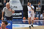 DESCRIZIONE : Cantu' Lega A 2015-16 Acqua Vitasnella Cantu' vs Olimpia EA7 Emporio Armani Milano<br /> GIOCATORE : Hodge Walter<br /> CATEGORIA : Riscaldamento<br /> SQUADRA : Acqua Vitasnella Cantu'<br /> EVENTO : Campionato Lega A 2015-2016<br /> GARA : Acqua Vitasnella Cantu' Olimpia EA7 Emporio Armani Milano<br /> DATA : 29/11/2015<br /> SPORT : Pallacanestro <br /> AUTORE : Agenzia Ciamillo-Castoria/I.Mancini<br /> Galleria : Lega Basket A 2015-2016  <br /> Fotonotizia : Cantu'  Lega A 2015-16 Acqua Vitasnella Cantu' Olimpia EA7 Emporio Armani Milano<br /> Predefinita :