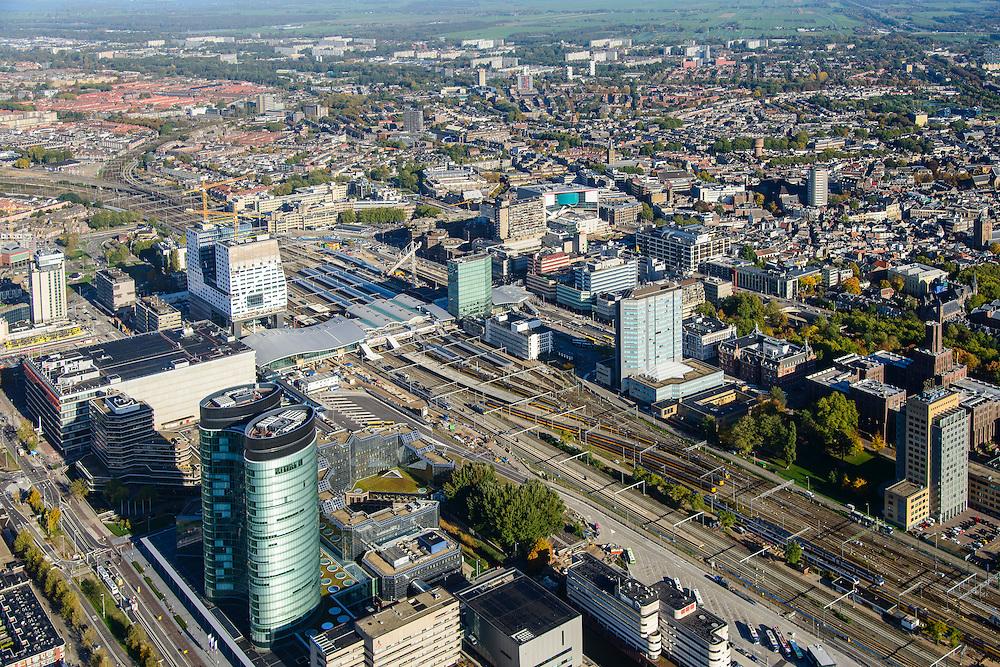 Nederland, Utrecht, Utrecht, 24-10-2013;<br /> Overzicht stad stationsgebied Centraal Station met nieuwe overkapping en Hoog Catherijne. Hoofdkantoor van de RABO-bank, de dubbele toren van groen glas, de Rabotoren (architect:  Rob Ligtvoet van Kraaijvanger Urbis), bijnaam de verrekijker. Zicht op binnenstad in noordelijke richting.<br /> Overview city station area Central Station Utrecht with new roof and Hoog Catherijne. Headquarters of the Rabobank, the double tower of green glass, the Rabotoren (architect:  Rob Ligtvoet of Kraaijvanger Urbis), nicknamed the binoculars. View on town centre in northern direction<br /> luchtfoto (toeslag op standaard tarieven);<br /> aerial photo (additional fee required);<br /> copyright foto/photo Siebe Swart.