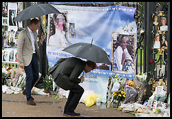August 30, 2017 - London, London, United Kingdom - Image licensed to i-Images Picture Agency. 30/08/2017. London, United Kingdom. The Duke of Cambridge and Prince Harry look at floral tributes outside Kensington Palace in London on the eve of the twentieth anniversary of the death of Princess Diana.  Picture by Stephen Lock / i-Images (Credit Image: © Stephen Lock/i-Images via ZUMA Press)