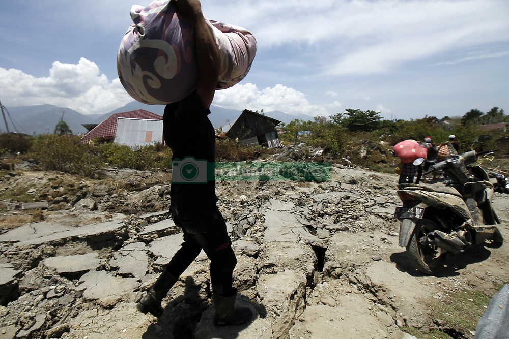 October 2, 2018 - Palu, Central Sulawesi, Indonesia - PALU, INDONESIA - OCTOBER 02, 2018 : A view of Sempanao village after an earthquake and tsunami hit on October 02, 2018 in Palu, Central Sulawesi Province, Indonesia. According to the officials, death toll from devastating quake and tsunami rises to 1,347, around 800 people in hospitals are seriously injured. (Credit Image: © Sijori Images via ZUMA Wire)