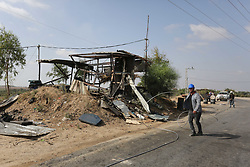 July 26, 2018 - Gaza City, Gaza Strip, Palestinian Territory - Palestinians inspect a military observation post damaged in an Israeli airstrike in the east of Gaza Strip, on July 26, 2018  (Credit Image: © Ashraf Amra/APA Images via ZUMA Wire)