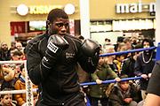 Boxen: Boxen Live, EC Boxing & SES Boxpromotion, Hamburg, 15.01.2020<br /> Öffentliches Training: Peter Kadiru<br /> © Torsten Helmke