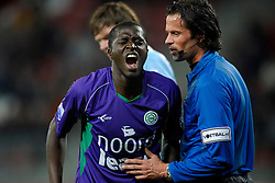 14-04-2010 VOETBAL: FC UTRECHT - FC GRONINGEN: UTRECHT<br /> Gibril Sankoh  en scheidsrechter Nijhuis<br /> ©2010-WWW.FOTOHOOGENDOORN.NL