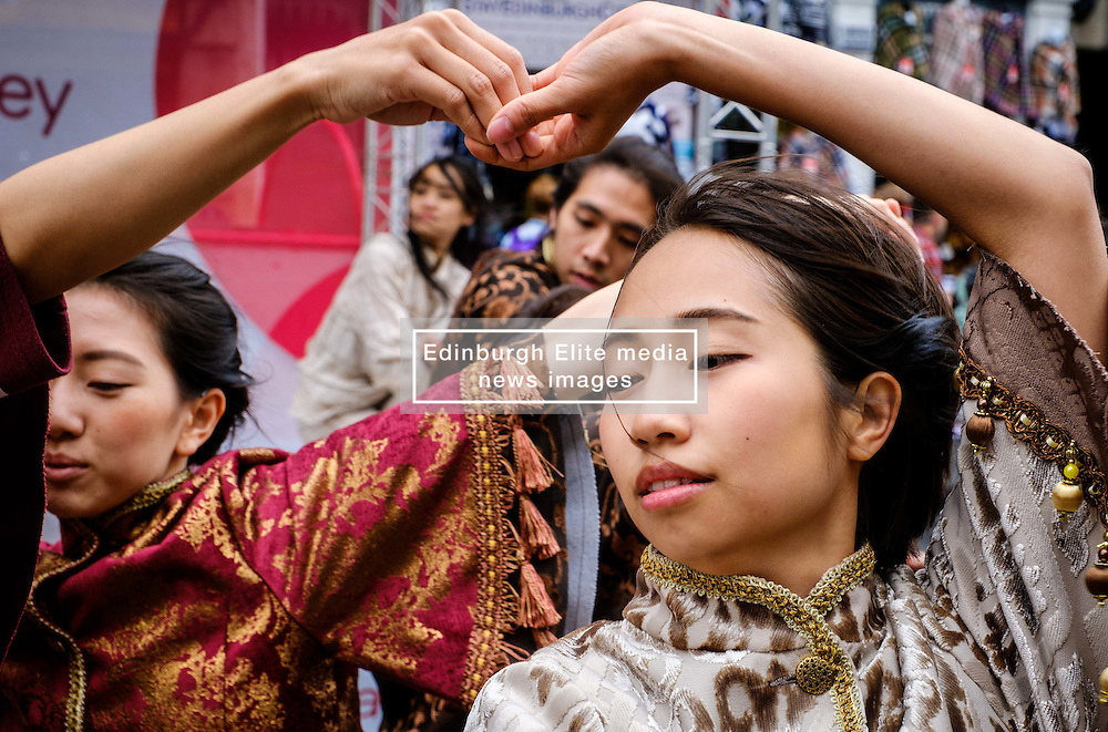 Edinburgh Scotland 7th August 2016 :: Performers from Fringe shows entertain in the High Street to promote their shows.<br /> <br /> Pictured:  A young Japanese dancer performs in the High Street.<br /> <br /> (c) Andrew Wilson   Edinburgh Elite media