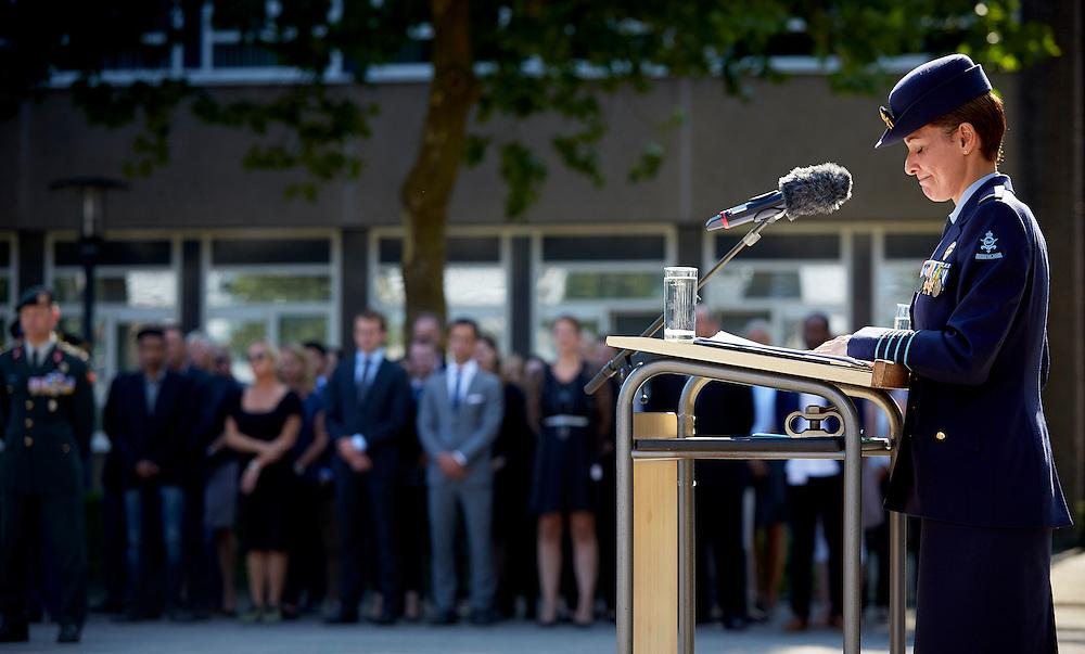 Amsterdam, 31 augustus 2016.<br /> Commando van het DienstenCentrum Werving en Selectie overgedragen van Talitha Born Kolonel Niels ten Anscher