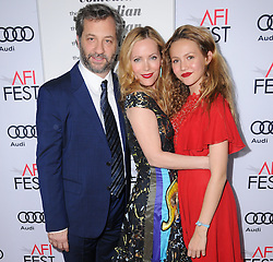 Judd Apatow, Leslie Mann, Iris Apatow bei der The Comedian Premiere in Los Angeles / 111116 ***The Comedian premiere, Los Angeles, 11 Nov 2016 ***