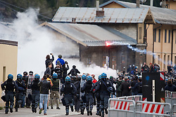 """07.05.2016, Grenzübergang, Brenner, ITA, Demonstration gegen Grenzsicherungsmaßnahmen am Brenner. Linksaktivisten rufen unter dem Motto """"Tag des Kampfes"""" zur Demonstration am Brenner auf, im Bild Übersicht auf die Ausschreitungen // Left activists call under the slogan """"Day of the Fight"""" to Demonstration at the border """"Brenner"""". The demonstration is directed against the planned border security measures at the border from Italy to Austria, The Brenner Pass is one of the most important border crossings in Europe. Brenner, Italy on 2016/05/07. EXPA Pictures © 2016, PhotoCredit: EXPA/ Johann Groder"""