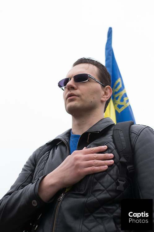 Yaroslav leads protesters in the singing of the national anthem of Ukraine. April 26, 2014.