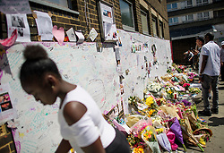 © Licensed to London News Pictures. 17/06/2017. London, UK. Floral tributes left for the victims of Grenfell tower block in west London following a devastating fire earlier this week. The blaze engulfed the 27-storey building killing 12 - with 34 people still in hospital, 18 of whom are in critical condition. The fire brigade say that they don't expect to find anyone else alive. Photo credit: Ben Cawthra/LNP