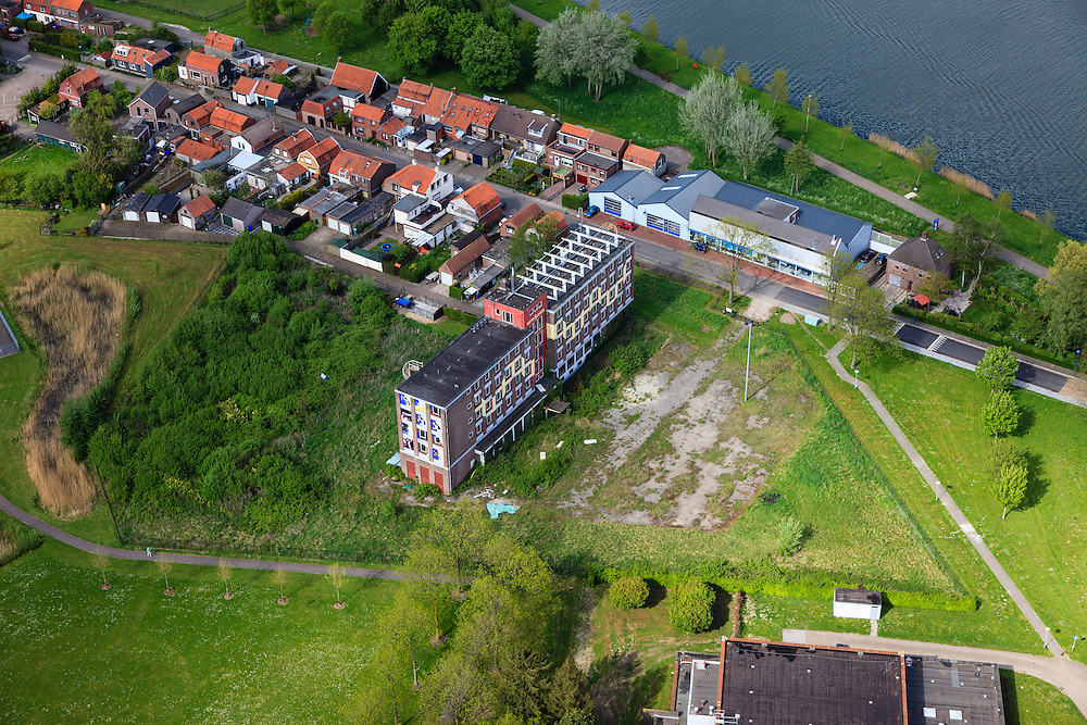 Nederland, Zeeland, Zeeuws-Vlaanderen, 09-05-2013; Sluiskil voormalig zusterhuis Hotel Sluiskil, staat op de nominatie om gesloopt te worden.<br /> Former nurses' home Hotel Sluiskil near the canal , has been nominated to be demolished.<br /> luchtfoto (toeslag op standard tarieven)<br /> aerial photo (additional fee required)<br /> copyright foto/photo Siebe Swart