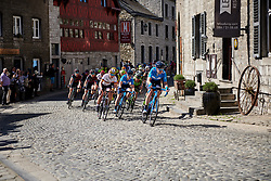 Gloria Rodriguez (ESP) leads the chase of the lone leader at La Flèche Wallonne Femmes 2018, a 118.5 km road race starting and finishing in Huy on April 18, 2018. Photo by Sean Robinson/Velofocus.com