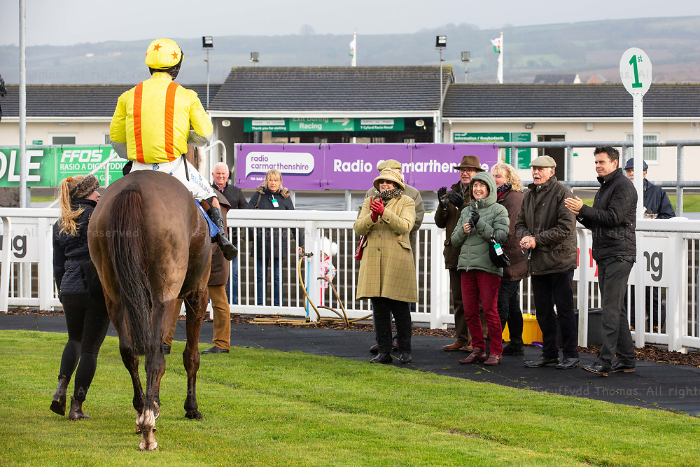 Ffos Las Racecourse, Trimsaran, Wales, UK. Friday 23 November 2018. Colmers Hill (jockey Matt Griffiths) is greeted in the winner's enclosure after winning the myracing.com For Ffos Las Tips Handicap Chase (Race 1)